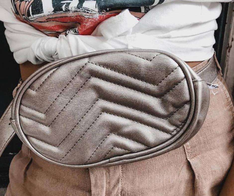 hoe heuptas dragen ideeen model bum bag influencer