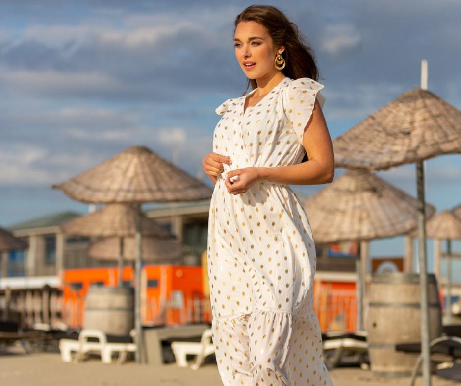 trendy maxi zomerjurk wit met stipjes beach fashion click
