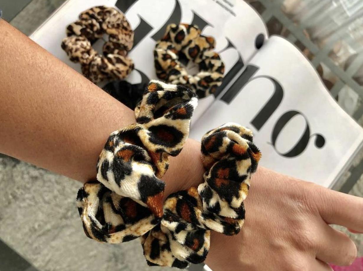 scrunchie-leopard-print-velvet