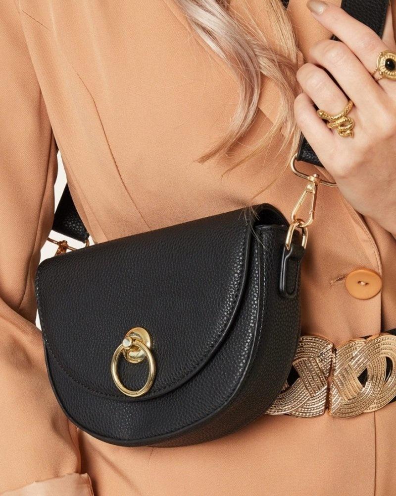 city-handtas-zwart-nepleer-gesp-fashion-item