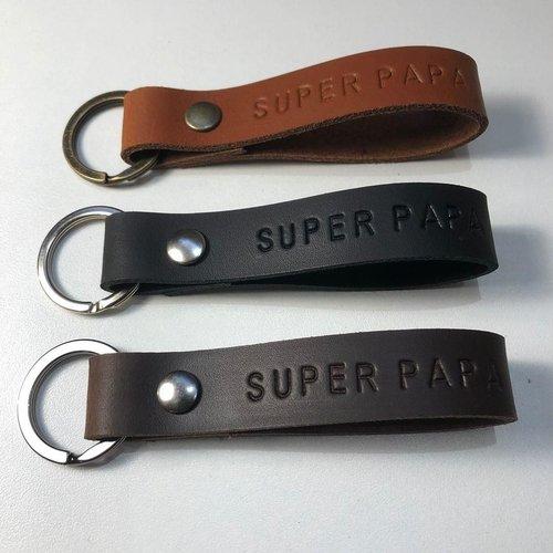 OwnedBy Sleutelhanger Super Papa Donkerbruin