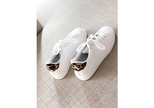 A TOUCH OF LEO SNEAKER