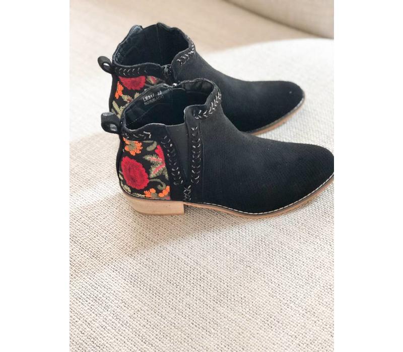 BLACK AZZIE BOOTS