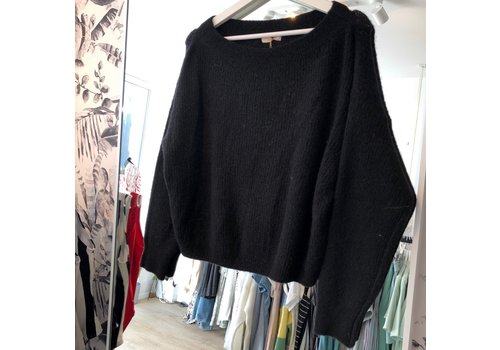 BLACK SHORT KNIT
