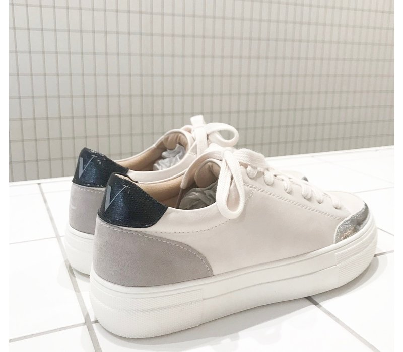 WHITE SILVER SNEAKERS