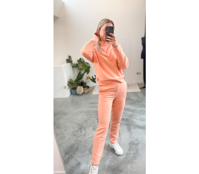 ROUNDED SLEEVE SWEATER - PEACH