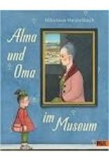 Alma und Oma im Museum