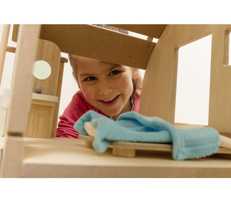 Eco poppenhuis, gemeubeld en instapklaar!