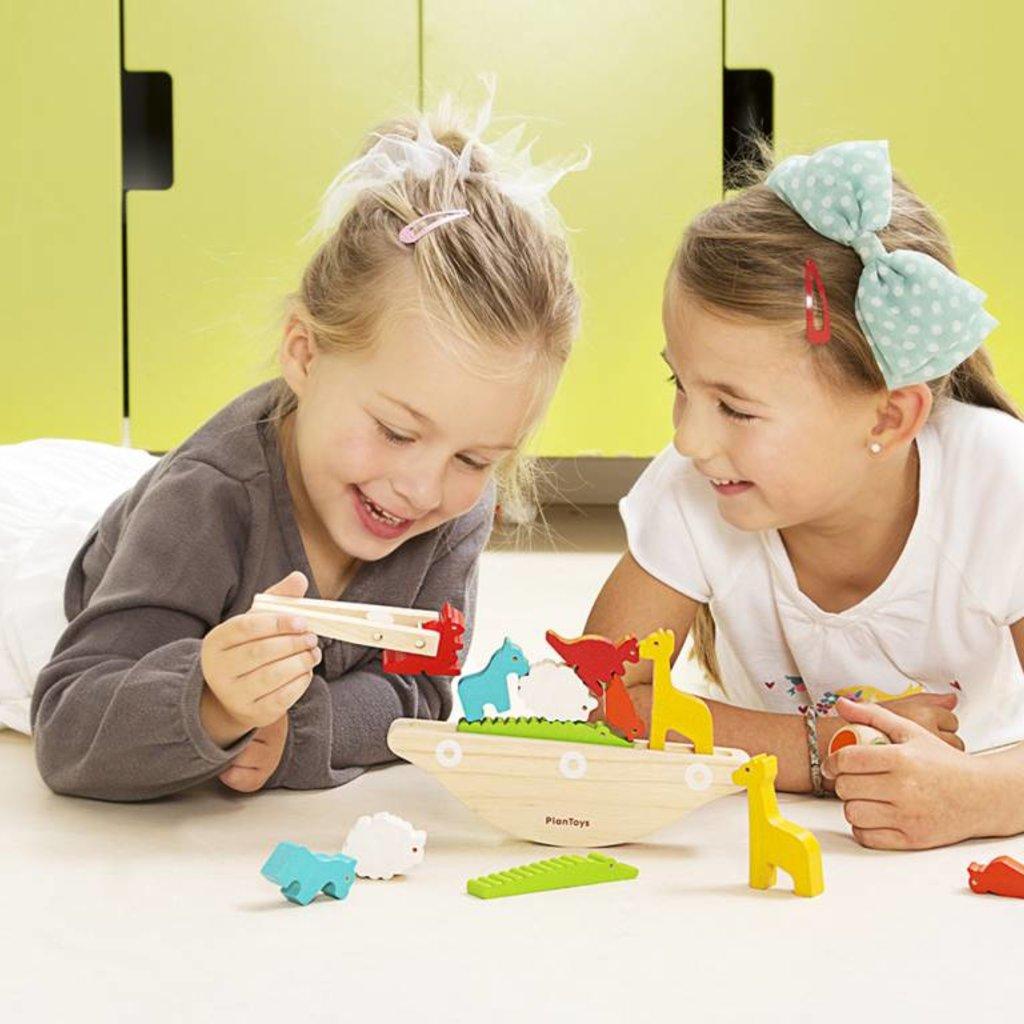 Plan Toys Plan Toys balancing boat