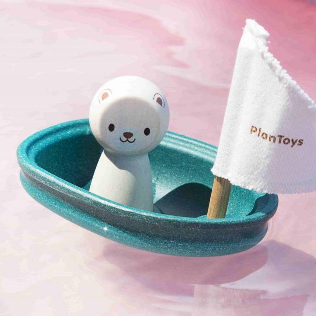 Plan Toys Plan Toys zeilboot met ijsbeer