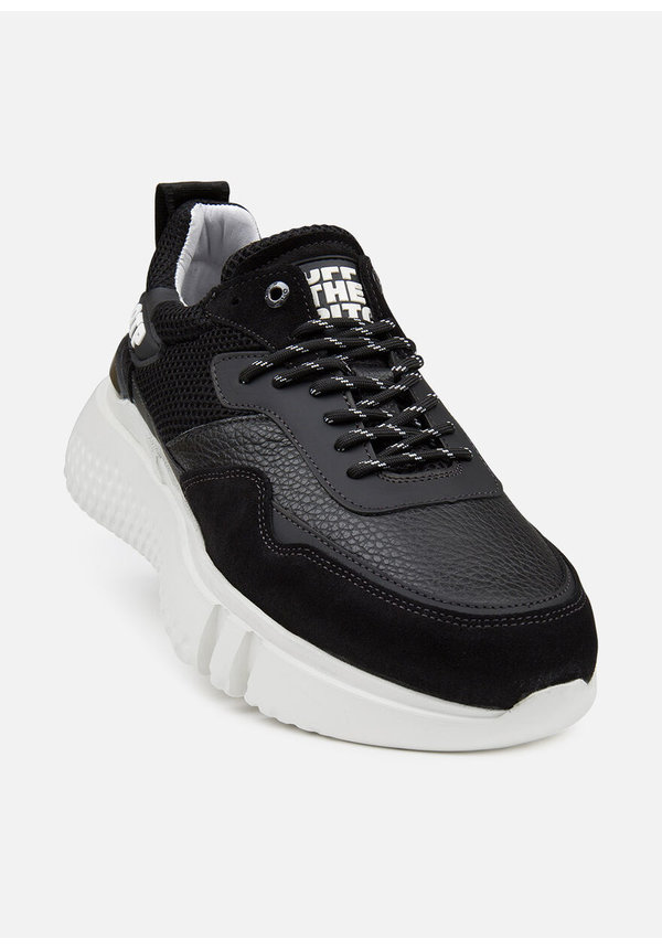Off The Pitch Crunch Runner Black