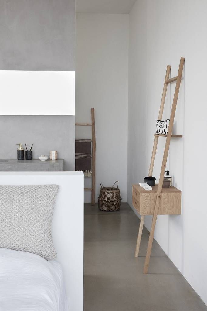 Hubsch ladderkast, eikenhout FSC, bruin, met 2 lades, 52 x 41 x 180 cm