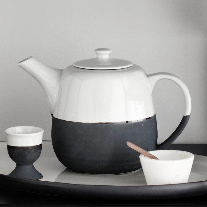 theepot Esrum - wit/zwart aardewerk - 1,3 L