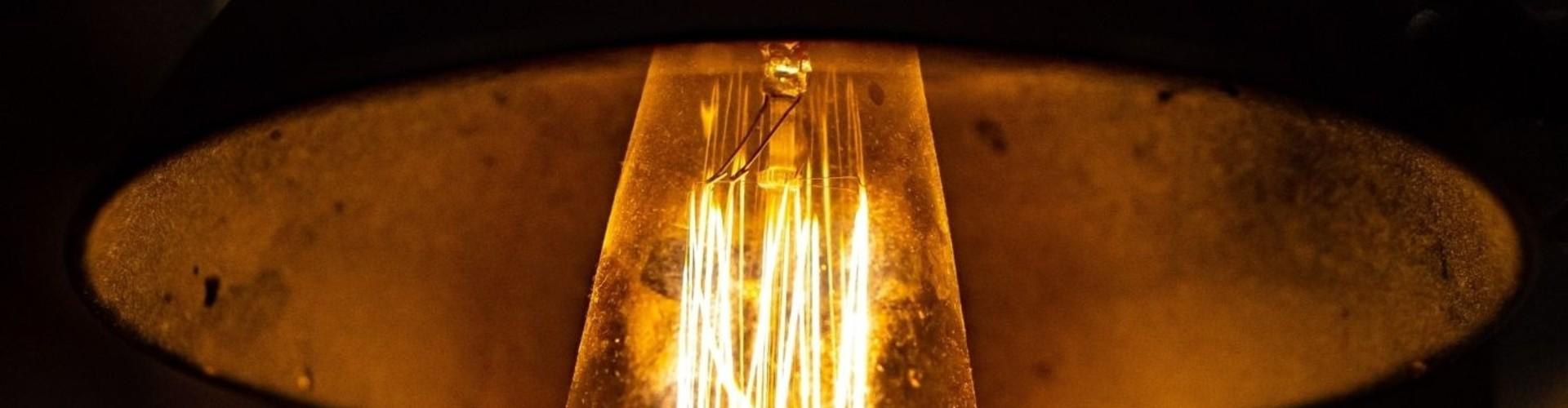 Industriële plafondlamp: stoere vorm en uitstraling