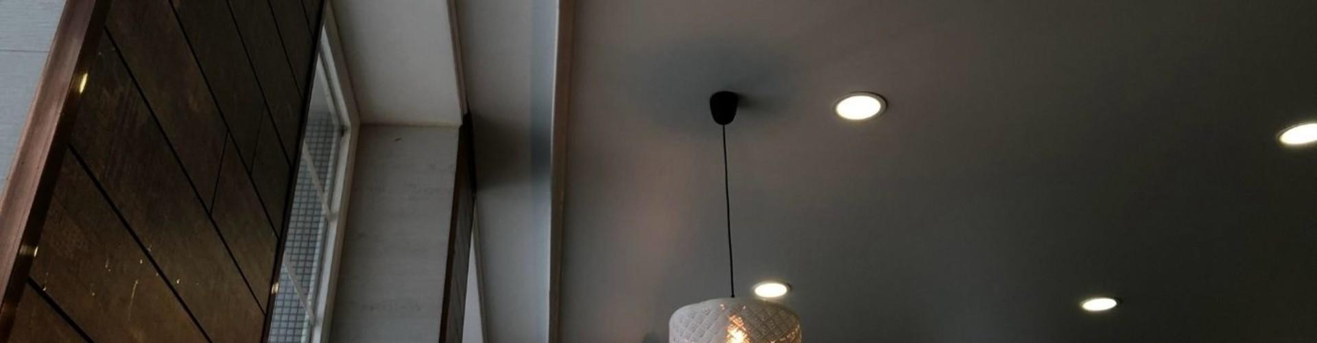 Sfeer in huis met een plafondlamp