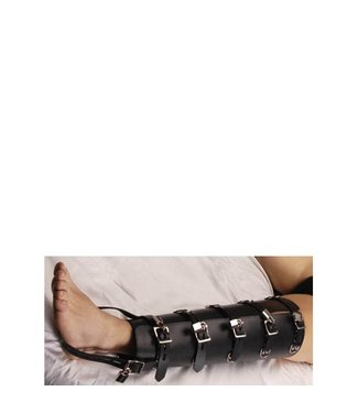 Strict Leather Strict Leather beenbinders