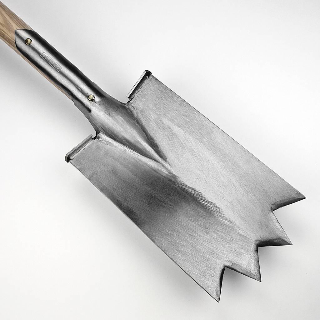 Stone spade with steps sneeboer zn