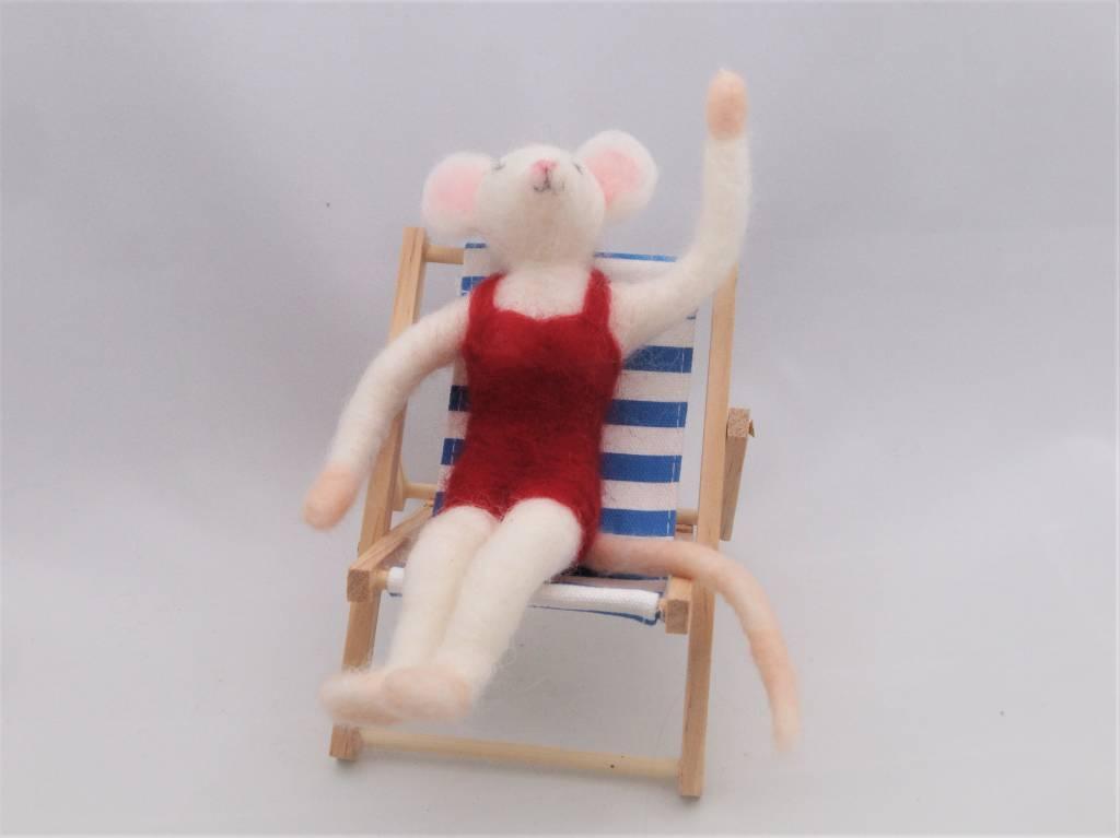 De Wolshoop Muis in strandstoel