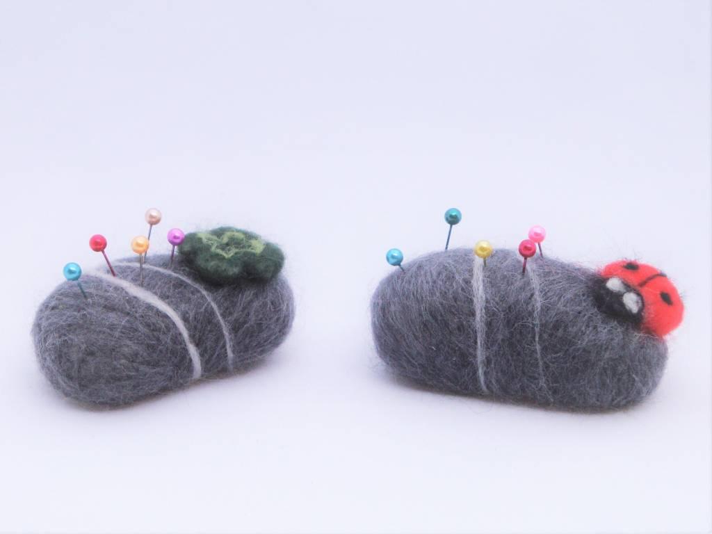 De Wolshoop speldenkussen steen