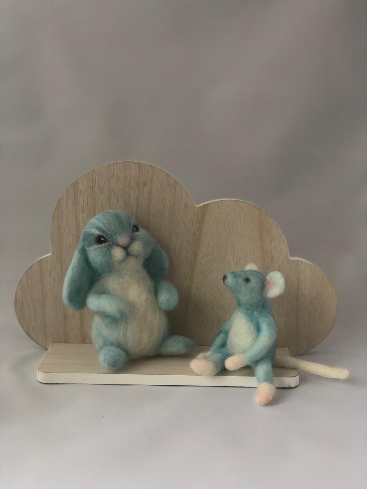 De Wolshoop Muis en konijn op plankje