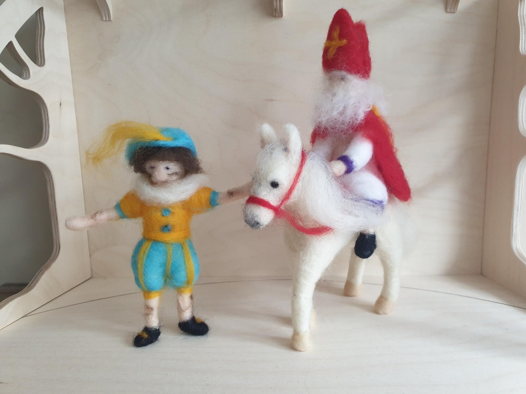 De Wolshoop Set: Sint op paard + Piet