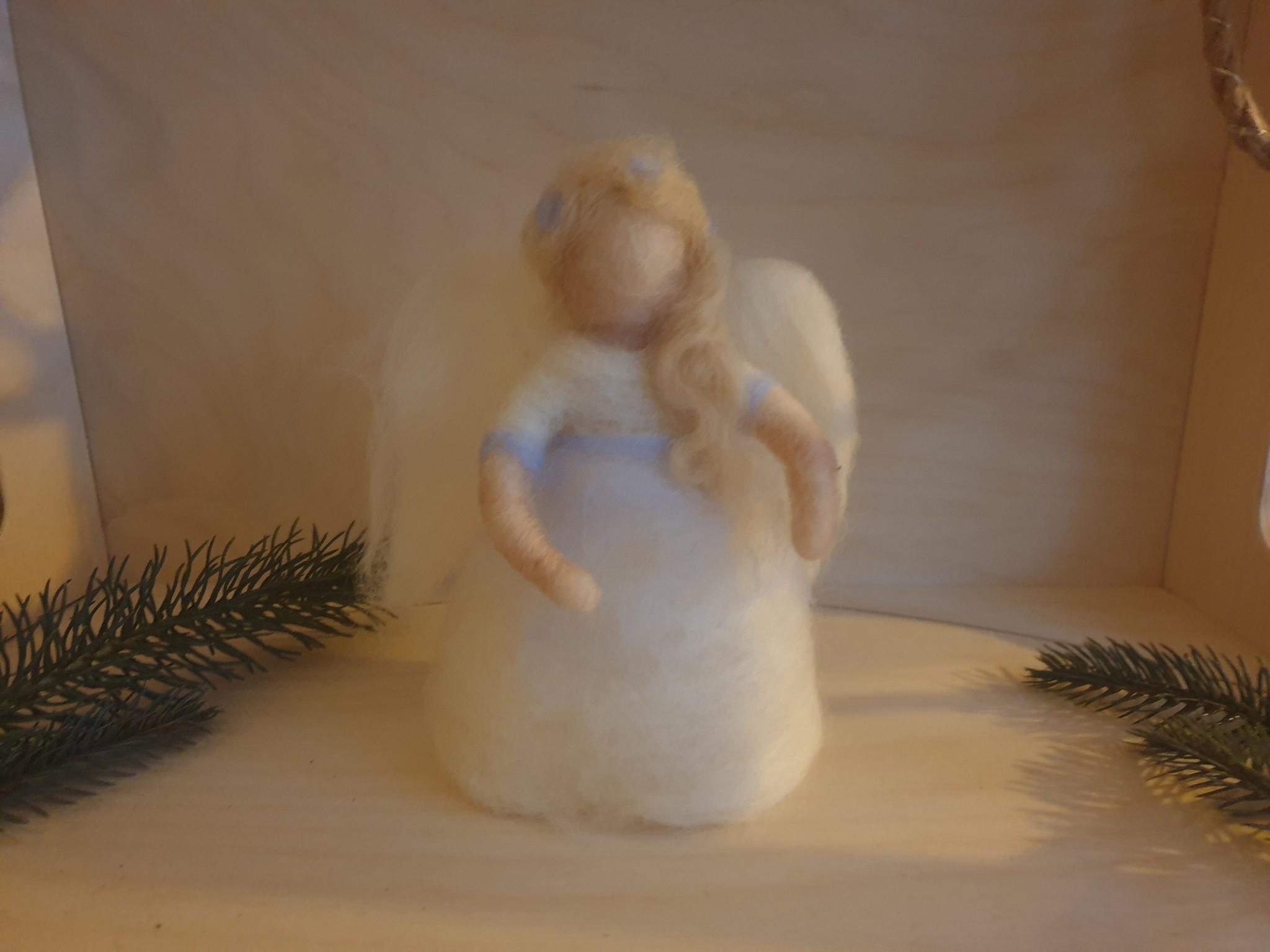 De Wolshoop Handgemaakte Engel van 100% wol met lampjes