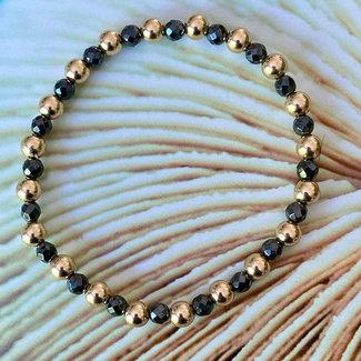 AziBi-iBizA Más armband hematiet om en om 5 mm.