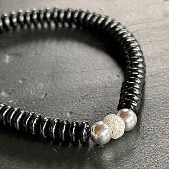 Zwarte armband zilver 6 mm.