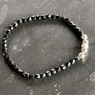 Zwarte armband zilver 4 mm.