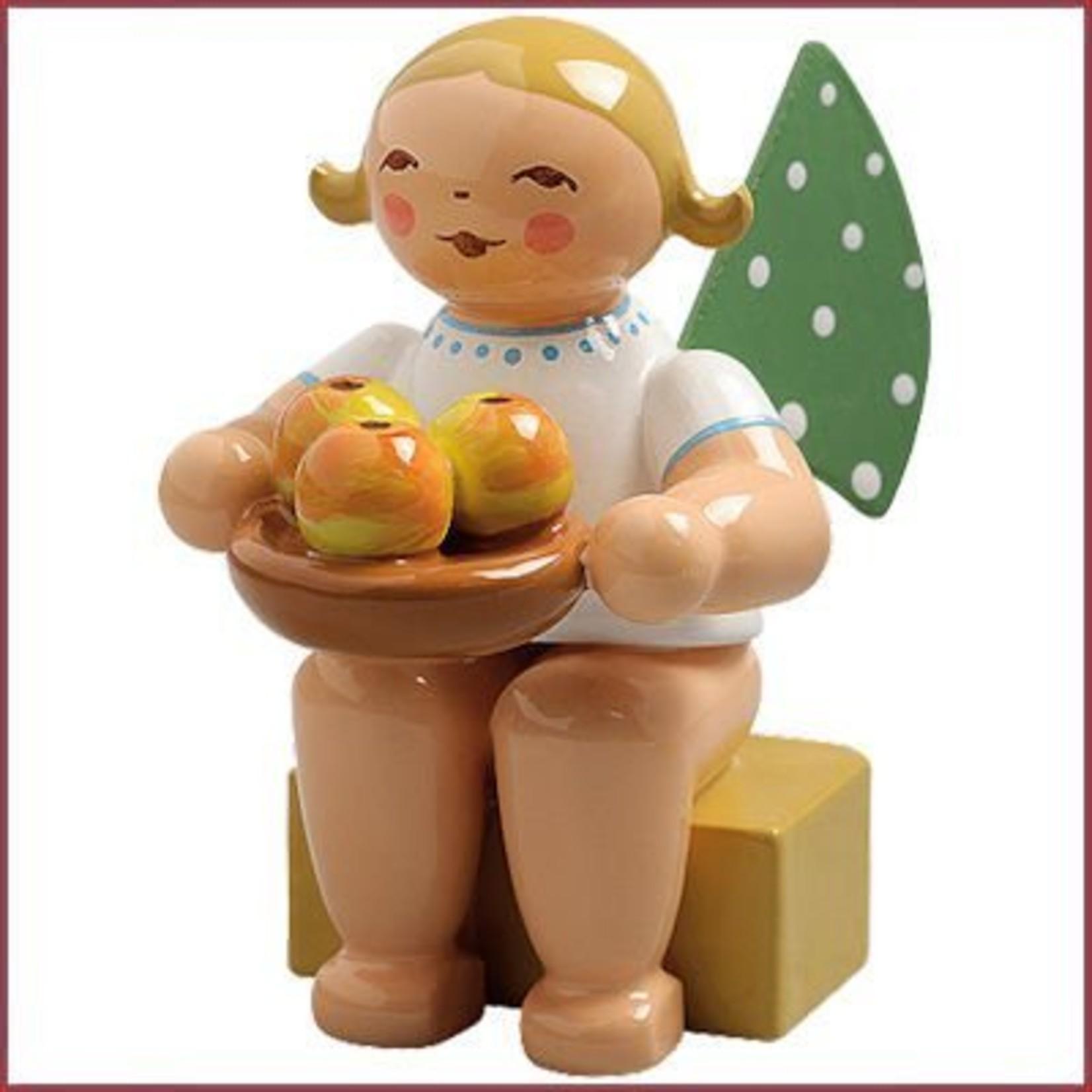 Wendt & Kühn Grunhainichense Engel met appelschaal - Kalenderfiguur 2016