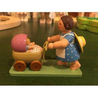 Wendt & Kühn Meisje met de poppenwagen