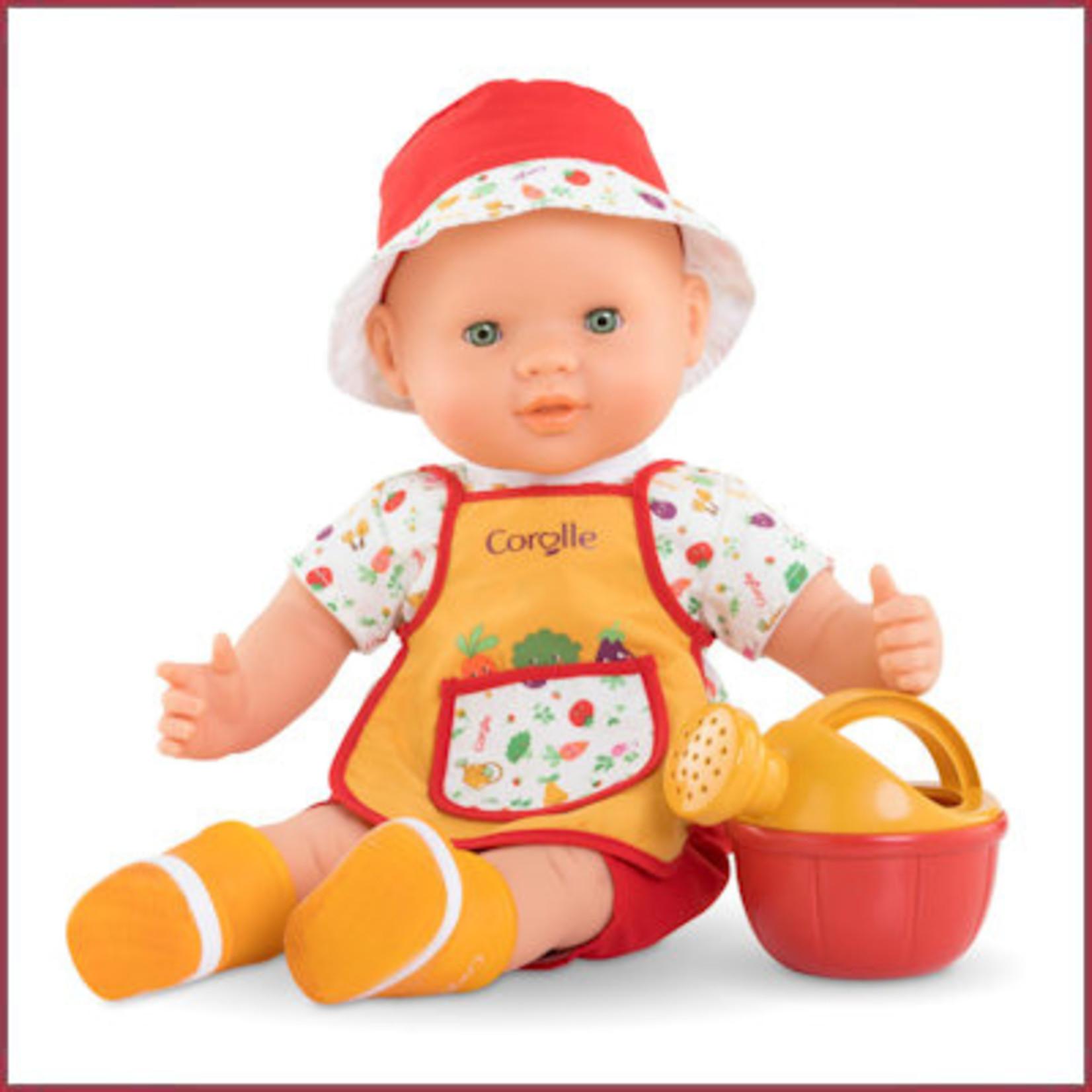 Corolle Babypop Charly in de moestuin