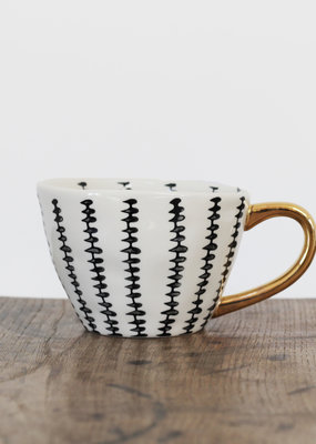 . BLACK LEAF PATTERN MUG