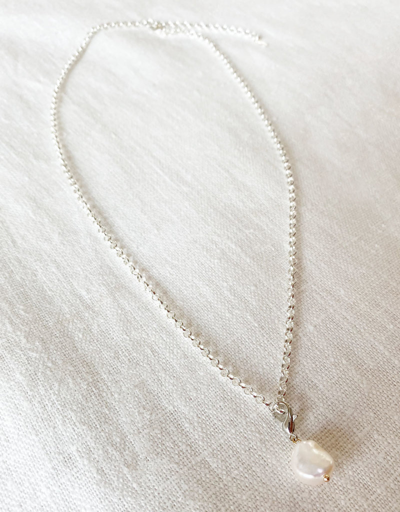 . LYRA SILVER GILDED PEARL CHARM NECKLACE