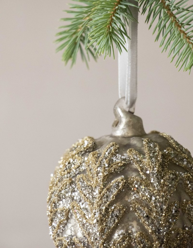 . GLITTERY ANTIQUED GLASS BAUBLE