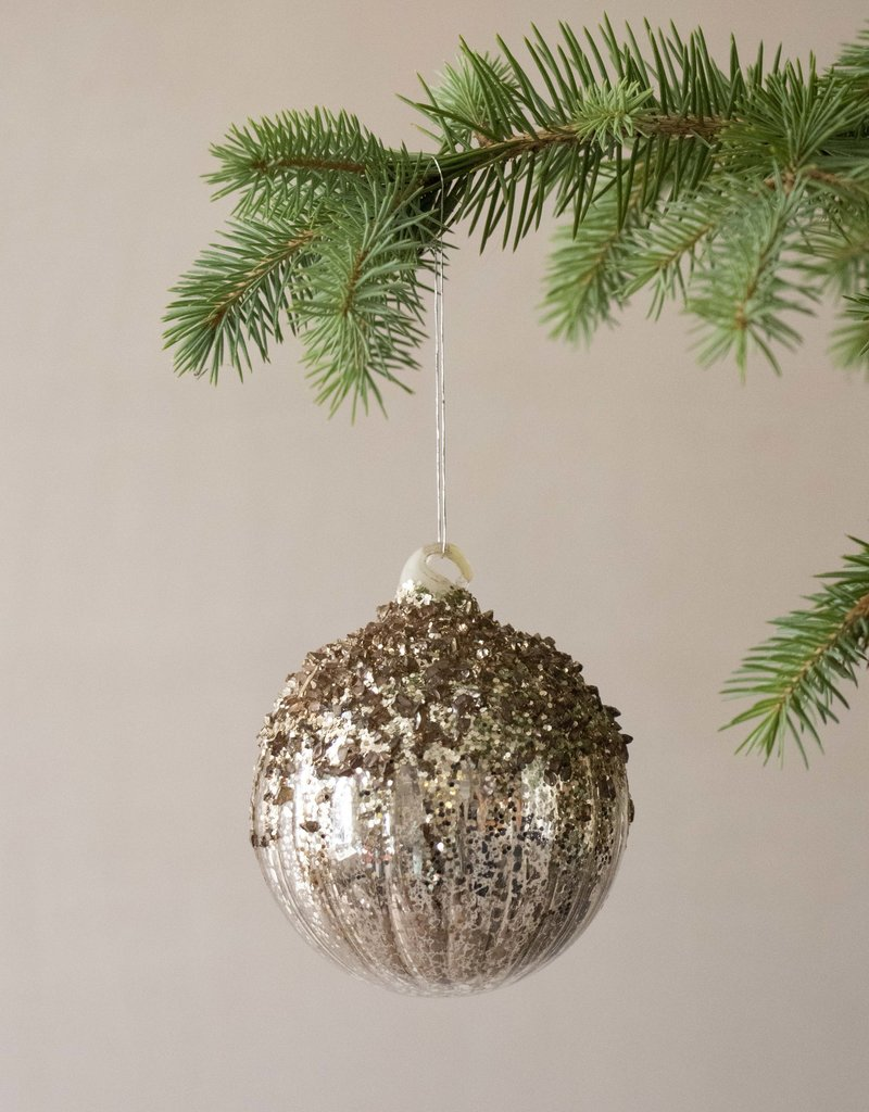 . EMBOSSED GLITTERY GLASS BAUBLE