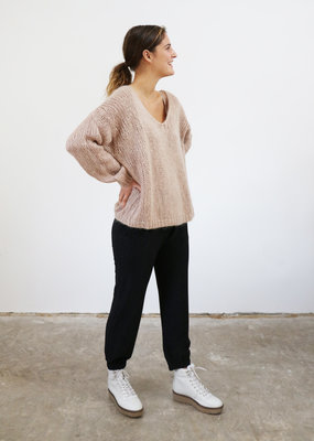 . DORA CHUNKY KNIT V-NECK SWEATER