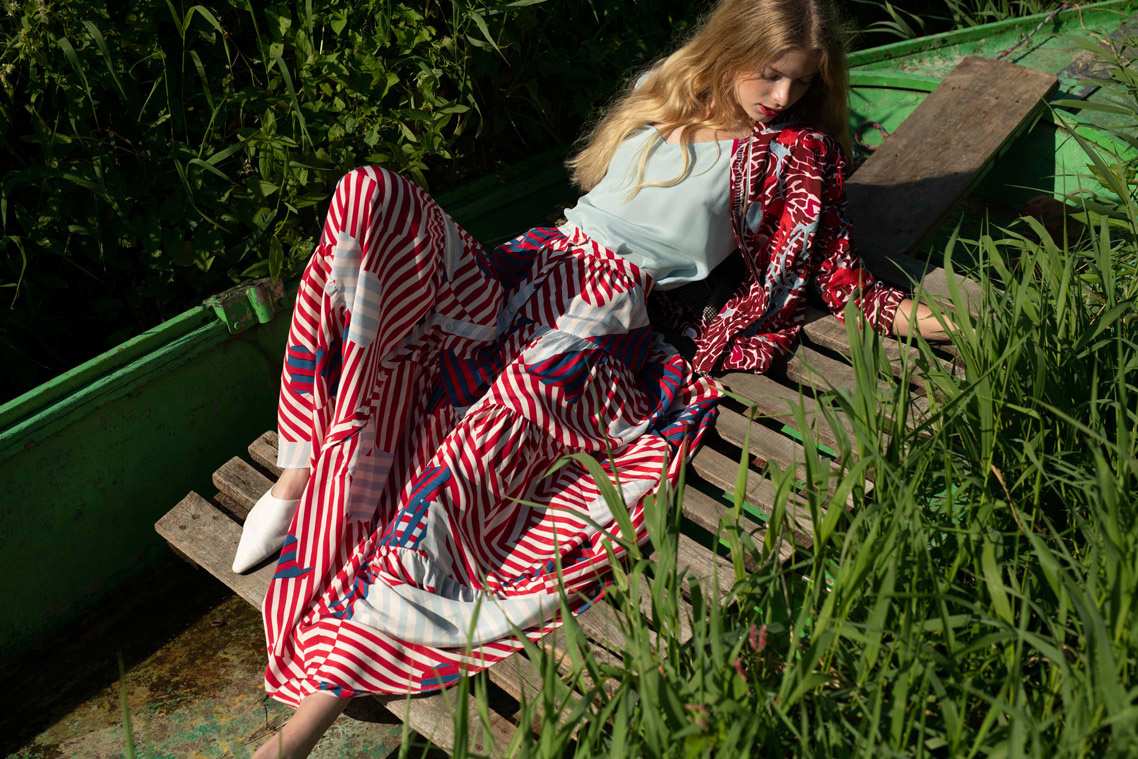 WIDE PLEATS SKIRT - STRIPES WITH RED