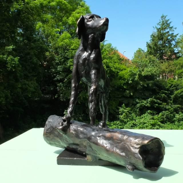 Bronzen urn voor hond
