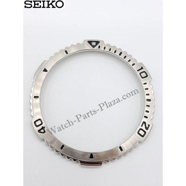 Seiko SKB003P1 bezel