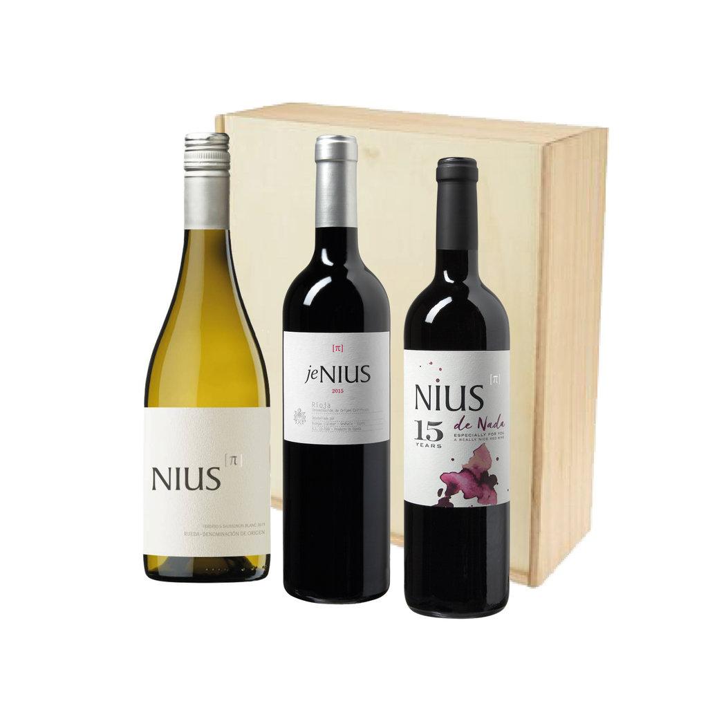 Nius Blanco, jeNius en de Nada in houten kist
