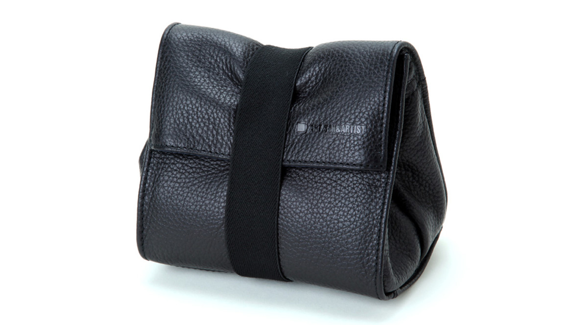 ARTISAN&ARTIST - ACAM 77 soft leather pouch - black