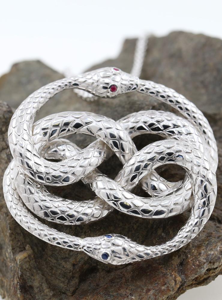 Auryn: Anhänger aus 925er Silber mit Rubin und Saphir