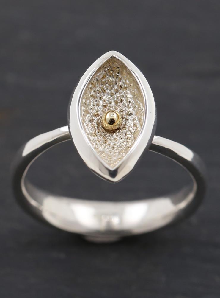 Navette 2: Ring aus 925er Silber und 750er Gelbgold