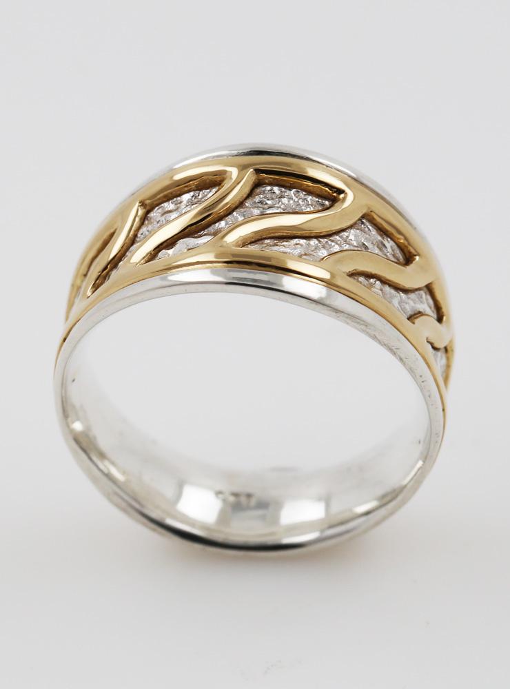 Freya: handgefertigter Ring aus 925er Silber und 750er Gelbgold
