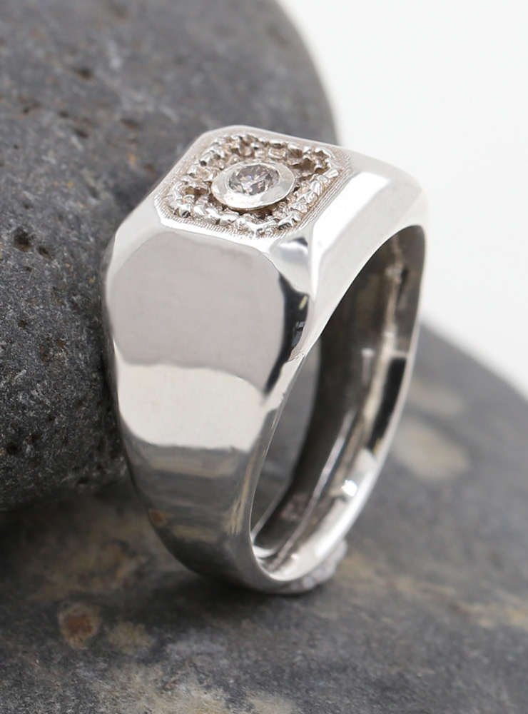 Boston: Ring aus 925er Silber rhodiniert mit weißem Diamanten 0,14 ct.