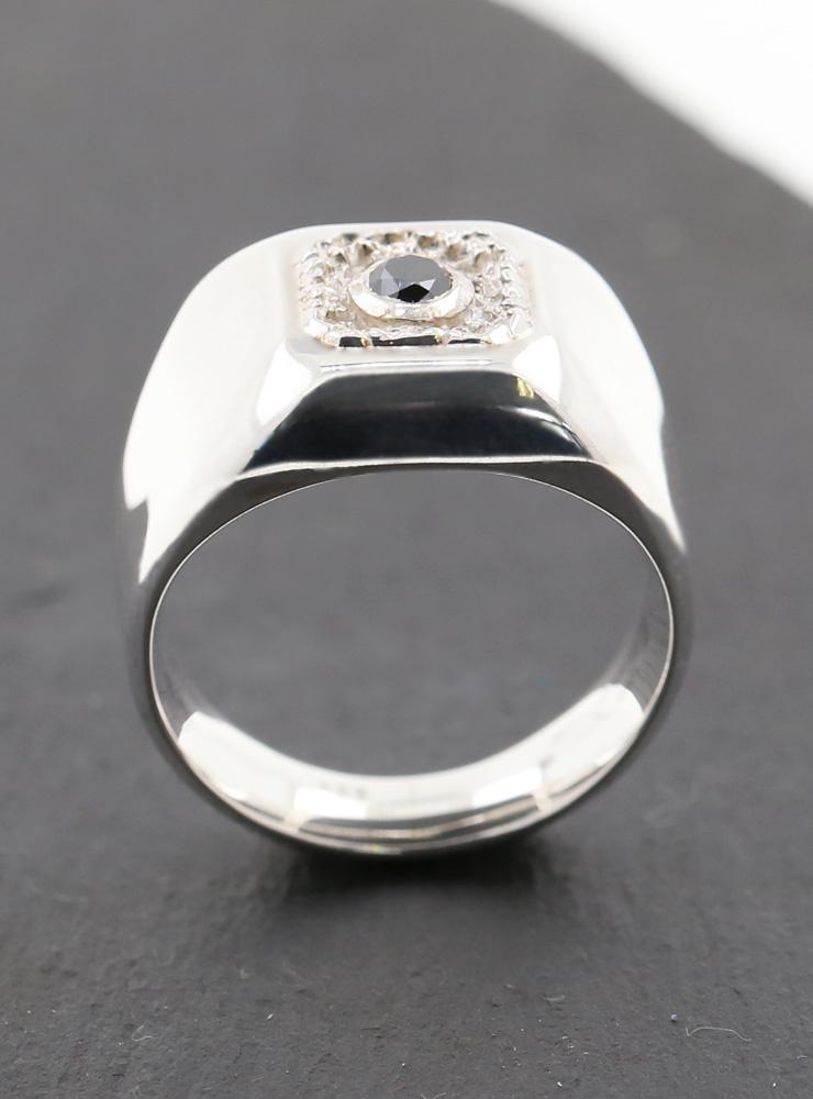 Boston: Ring aus 925er Silber rhodiniert mit schwarzem Diamanten