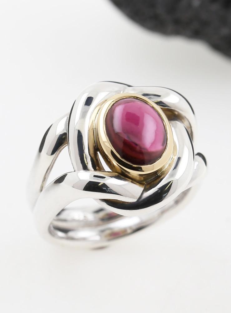 Enigma: Ring aus 925er Silber, 750er Gelbgold und Almandin-Granat