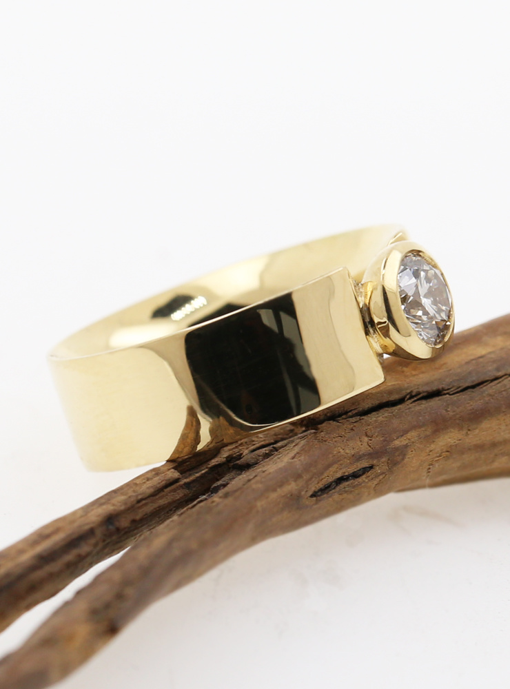 Marilyn: Ring in 750er Gelbgold, Diamant 0,74 ct.