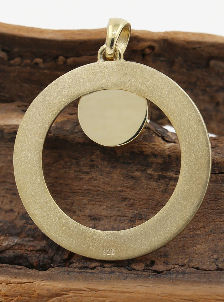 Eyecatcher: handgeschmiedeter Anhänger aus 925er Silber, vergoldet und Bernsteincabochon